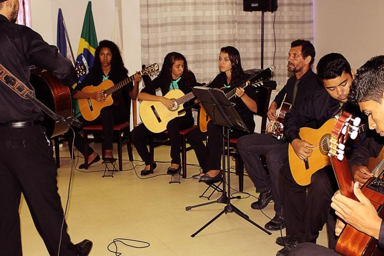 18/04/2015 – Apresentação da Orquestra de Violões em Coqueiral de Aracruz